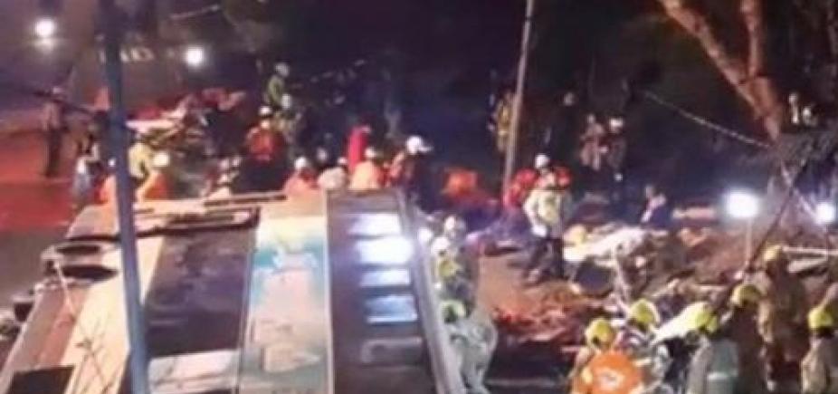 [Acidente de ônibus em Hong Kongdeixa ao menos 18 mortos e 47 feridos]