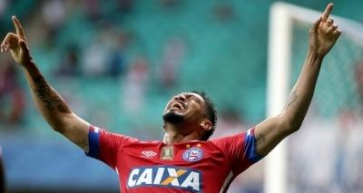 Hernane desembarca em Porto Alegre para assinar com o Grêmio