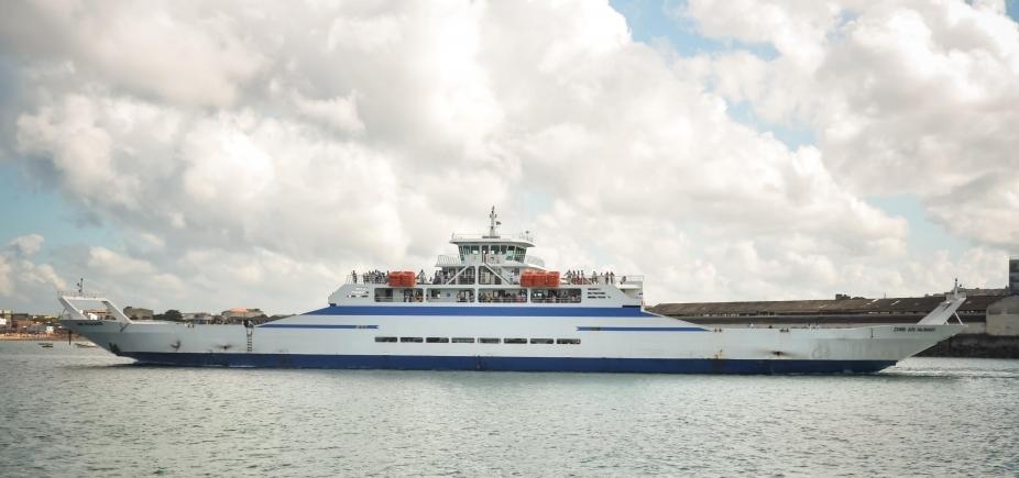 [Ferry tem movimento moderado com tempo de espera de até 1h30]