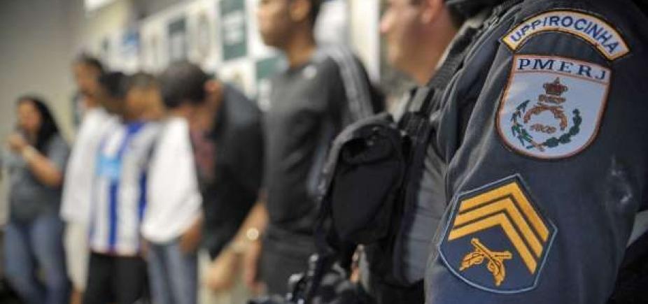 [Sobe para 16 número de policiais militares mortos no Rio]