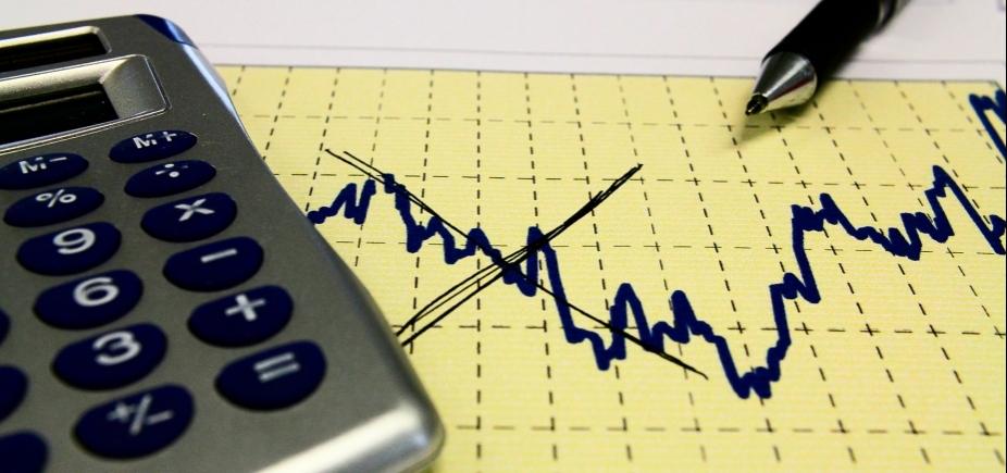 [Mercado financeiro reduz projeção de inflação neste ano para 3,84% ]