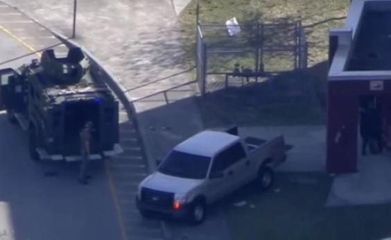 Tiroteio em escola da Flórida deixa três mortos e mais de 50 feridos