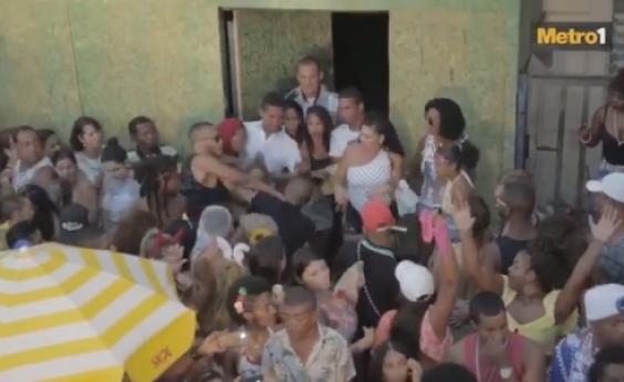 Metro1 flagra prisão de folião brigão pela polícia no carnaval; veja vídeo