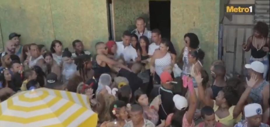 [Metro1 flagra prisão de folião brigão pela polícia no carnaval; veja vídeo]
