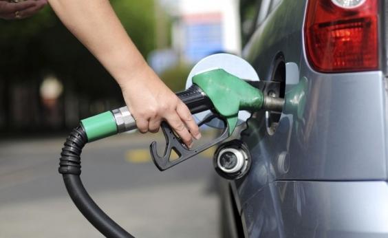 Preço da gasolina cai nos postos após 14 semanas