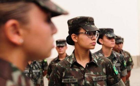 Exército recebe mulheres na Aman para ensino militar bélico pela primeira vez
