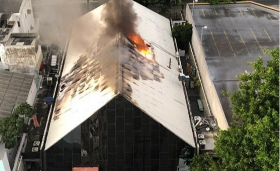 Incêndio atinge boates no Rio Vermelho