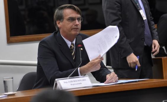 Bolsonaro se irrita com Temer após intervenção: ʹMeu discurso ele não vai roubarʹ