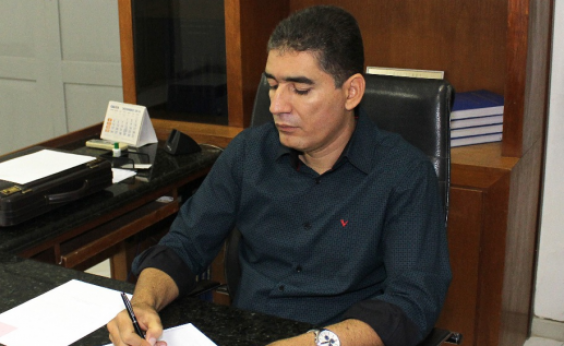 Jaguarari: prefeito tem mandato cassado, mas segue no cargo com liminar