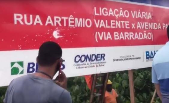 Prefeitura retira placas do governo na Via Barradão