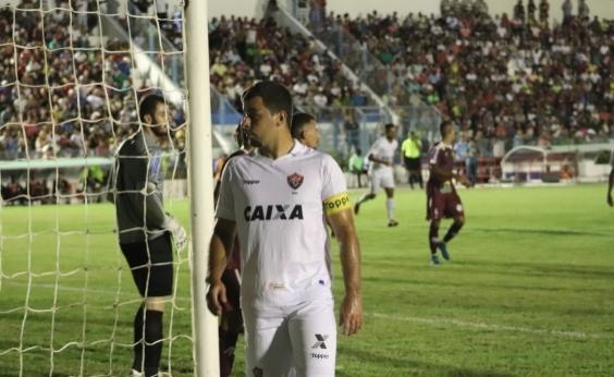 Atacante do Vitória acusa árbitro de ofensa durante partida