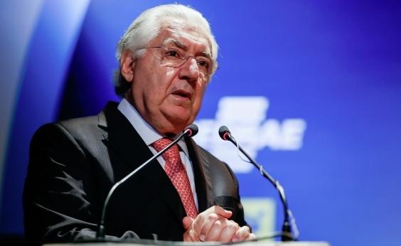 'Todo mundo sofreu com a crise, menos os bancos', ressalta Afif