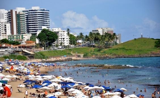 Inema aponta praias impróprias para banho; Farol da Barra figura lista