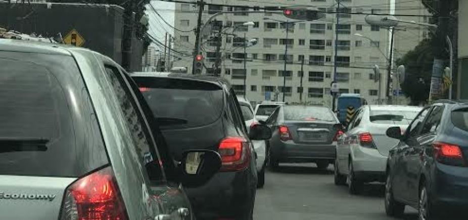 [Motociclista fica ferido após colidir com carro na Mata Escura]
