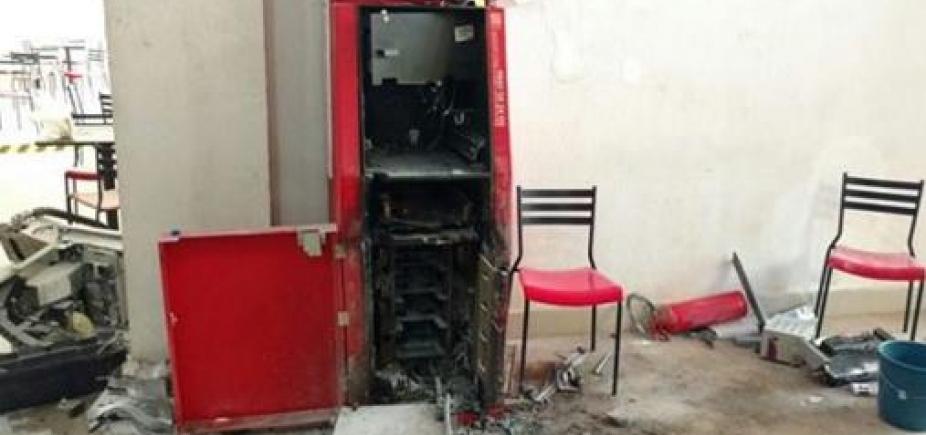 [Grupo invade shopping e arromba caixa eletrônico no oeste da Bahia]