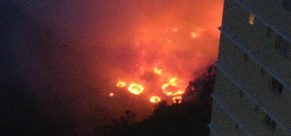 [Incêndio atinge vegetação no Greenville; veja vídeo]
