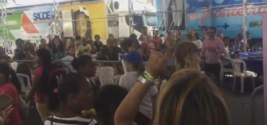 [Aos gritos, população pede saída de agentes da prefeitura de evento do governo; vídeo]