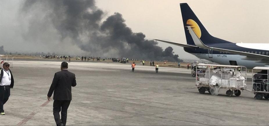 [Avião cai em aeroporto do Nepal]