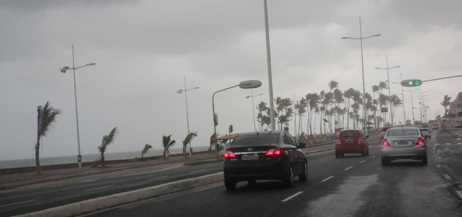 [Salvador tem previsão de chuvas isoladas e trovoadas até quarta ]