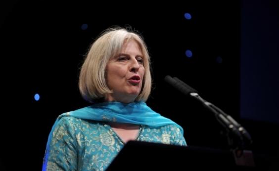 Theresa May expulsa 23 diplomatas russos após ataque contra Sergei Skripal