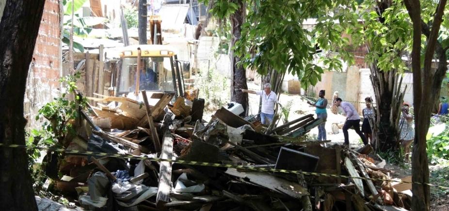[Prefeitura inicia processo de demolição de cinco barracos em Pituaçu]