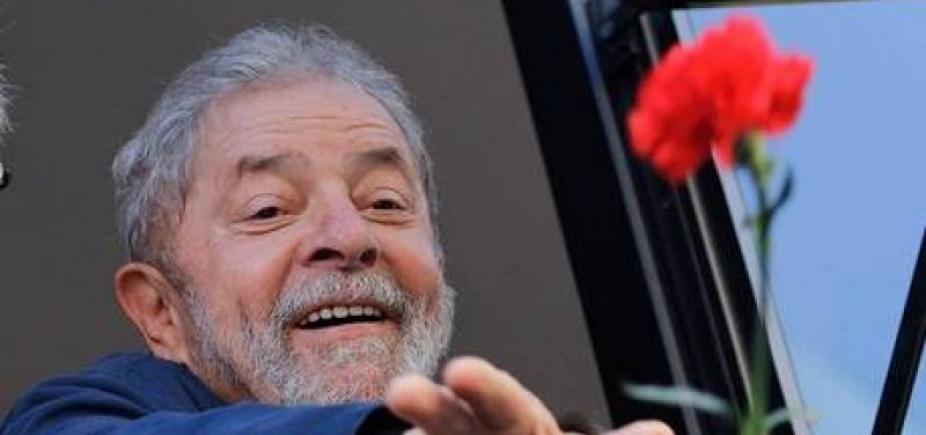 [Prisão que acolher Lula terá acampamento com flores, diz coluna ]