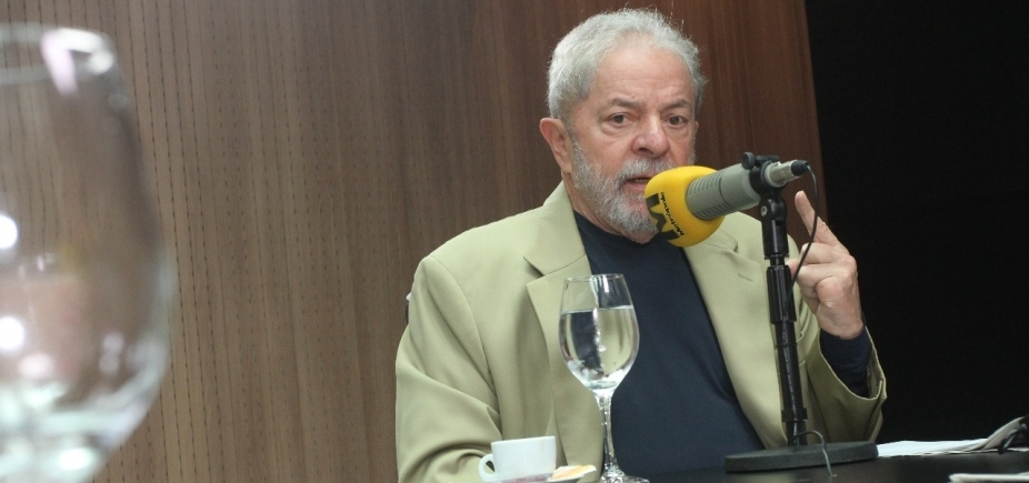 [ʹTem um grupo que não aceita que o pobre subaʹ, diz Lula sobre rejeição ]