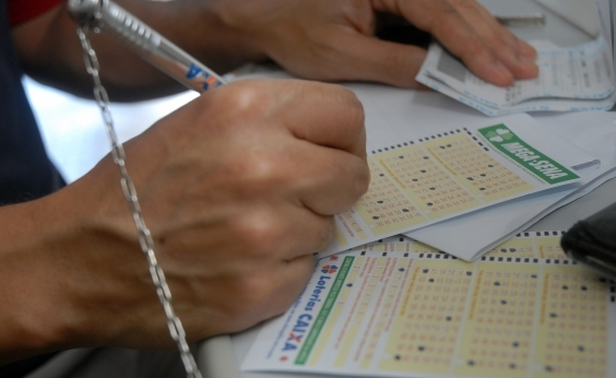 Mega-Sena: ninguém acerta dezenas e prêmio acumula em R$ 60 mi