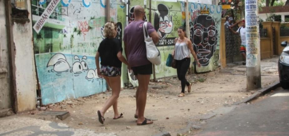 [Calçadas de Salvador causam vergonha e expõem o pedestre ao risco constante]