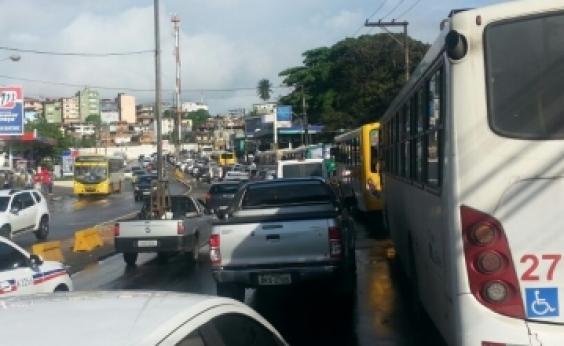 Manifestantes bloqueiam vias de acesso para Cajazeira 8