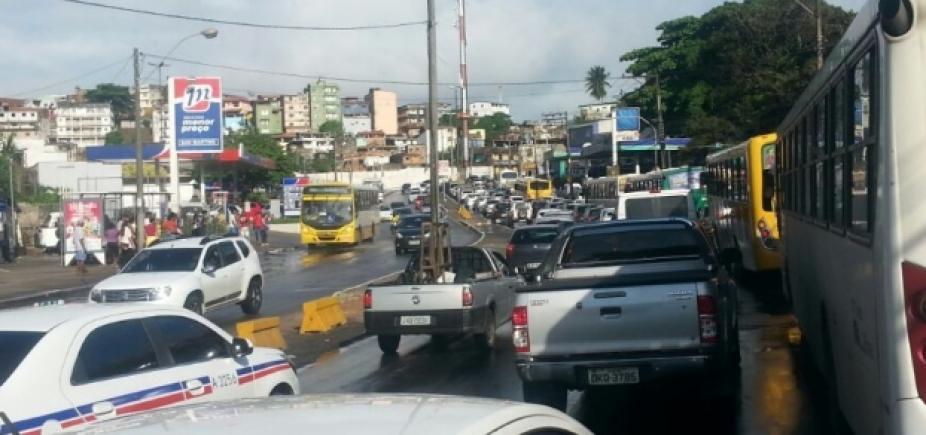 [Manifestantes bloqueiam vias de acesso para Cajazeira 8]