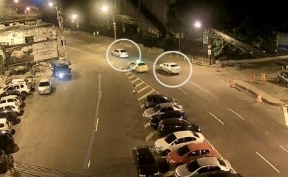 Imagem mostra carro de Marielle Franco sendo seguido antes do assassinato no RJ