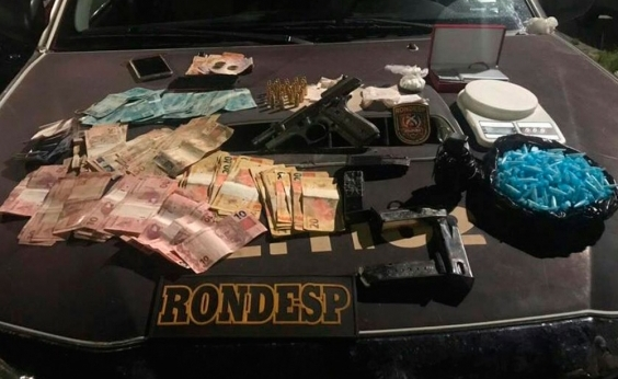 Casal é preso com drogas e arma de uso restrito das Forças Armadas em Brotas