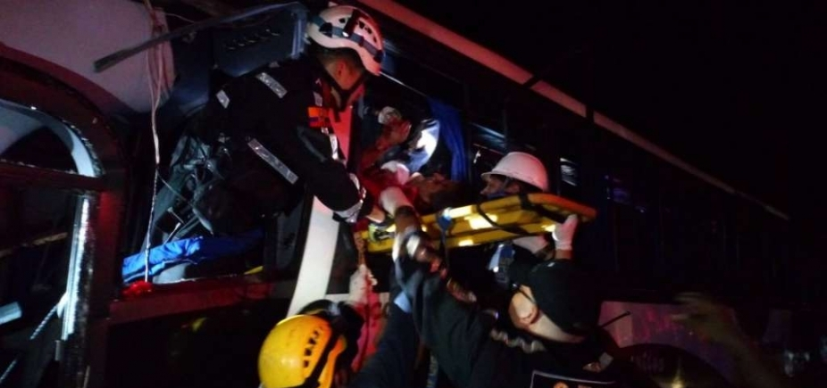 [Acidente deixa nove mortos e 56 feridos no Equador]
