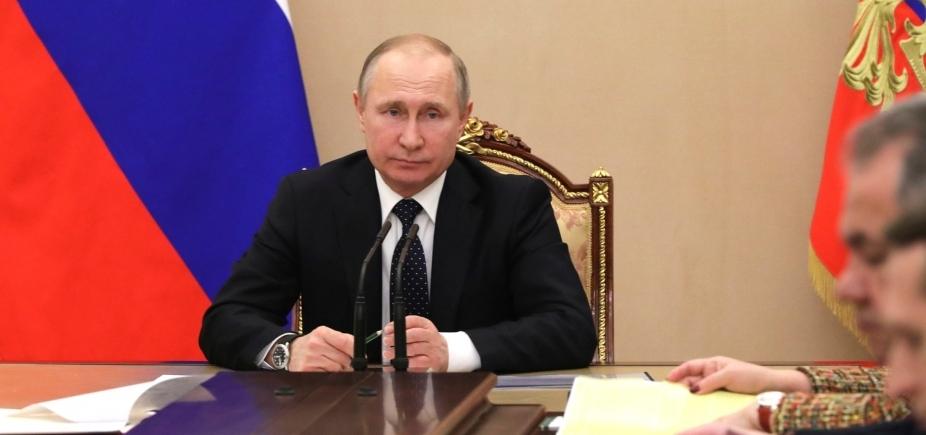 [Pesquisa aponta vitória de Putin nas eleições da Rússia]