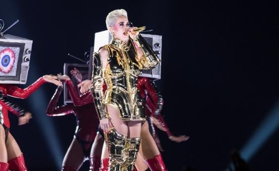 Bandidos quase deixam Katy Perry sem roupa