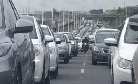 Trânsito é liberado na Via Parafuso sentido Salvador