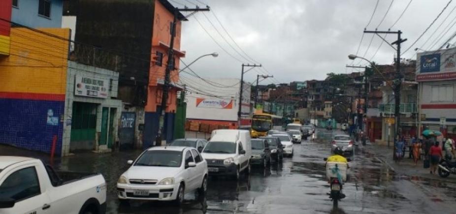 [Chuva causa congestionamento em alguns pontos da cidade]