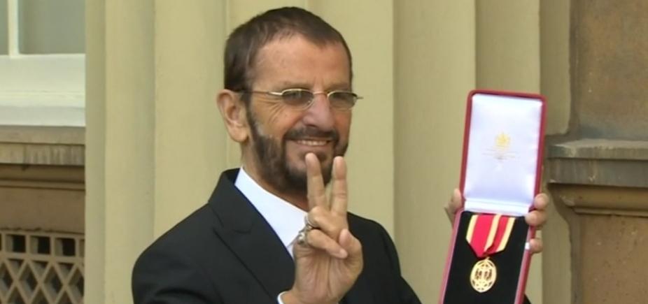 [Ringo Starr é nomeado ʹSirʹ pelo príncipe William]
