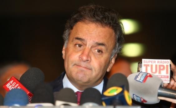 Aécio não deve disputar eleição deste ano, diz colunista