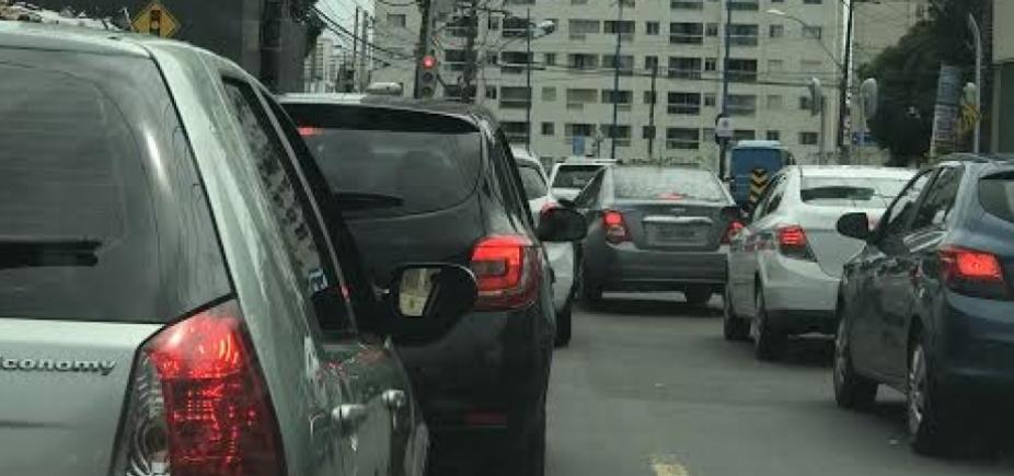 [Mesmo sem acidentes, motoristas enfrentam congestionamento]