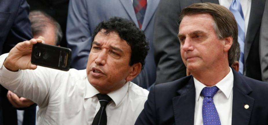 [Bolsonaro oferece vaga de vice ao PR]