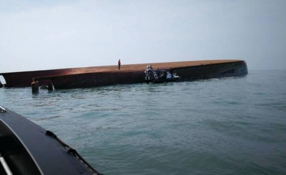 Malásia: naufrágio de cargueiro deixa um morto e 14 desaparecidos