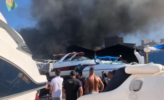 Incêndio atinge embarcações na Marina do Bonfim; veja vídeo