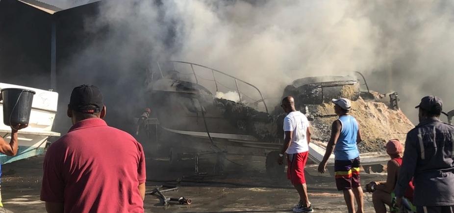 [Embarcações de até R$ 1,5 milhão foram destruídas em incêndio na Marina, diz diretor]