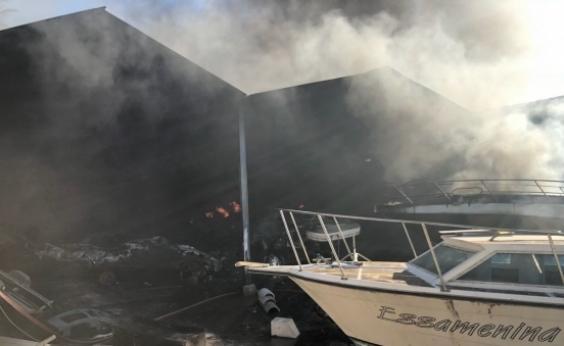 Marina do Bonfim volta a pegar fogo após incêndio