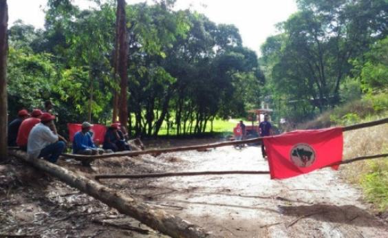 Após 15 dias, MST desocupa fazenda de amigo de Michel Temer