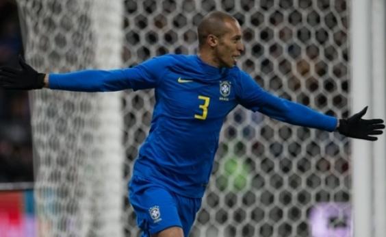 Sem suar, Brasil bate Rússia por 3 a 0