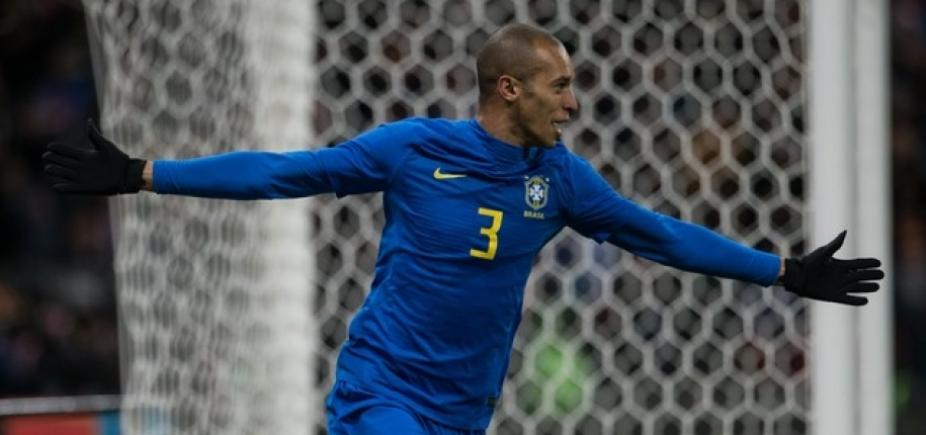 [Sem suar, Brasil bate Rússia por 3 a 0]