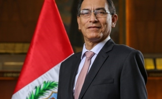 Martín Vizcarra toma posse como presidente do Peru